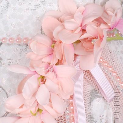Детское платье с цветами и жемчугом