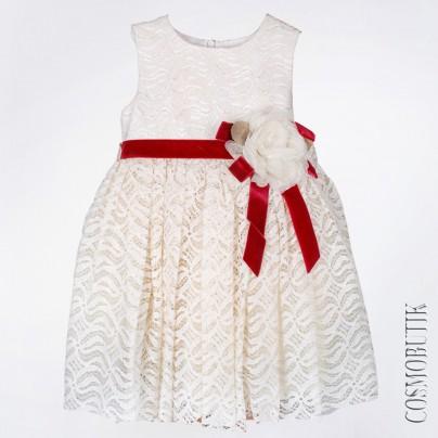 Бежевое платье с красным поясом