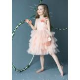 Платье с кружевными украшениями на руки