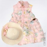 Розовое летнее платье с соломенной шляпкой