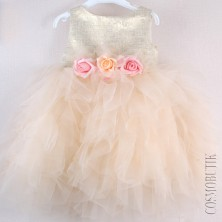 Пышное золотое платье для маленькой девочки