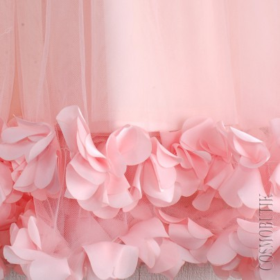 Праздничное платье для девочки с лепестками роз
