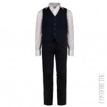 Школьный костюм из брюк с ремнём, рубашки с бабочкой и жилета