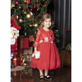 Красное платье с брошью