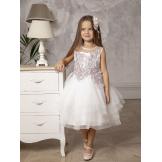 Красивое платье с брошью белое