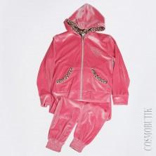 Модный розовый костюм из велюра