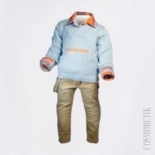 Костюм из футболки, рубашки, джинсов на подтяжках, джемпера и шарфа