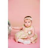 Милое платье для маленькой девочки с повязкой