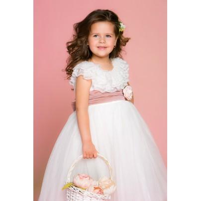 Кремовое платье в пол с розовым поясом