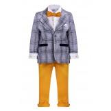 Костюм с пиджаком в клетку и желтыми брюками